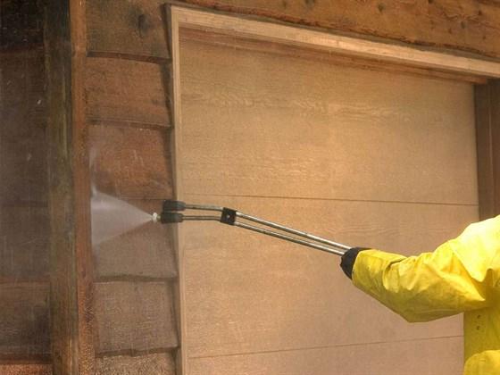 Как защитить деревянный дом от влаги и грибка?